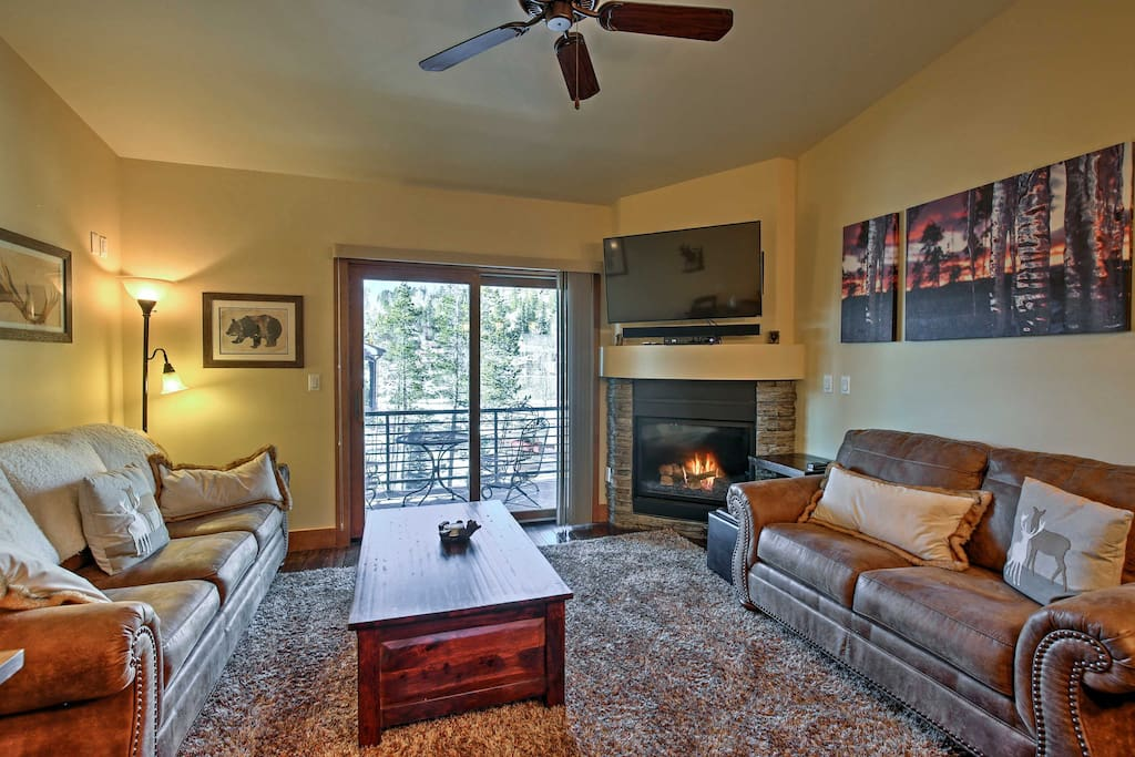 This spacious townhome comfortably accommodates 9 travelers.