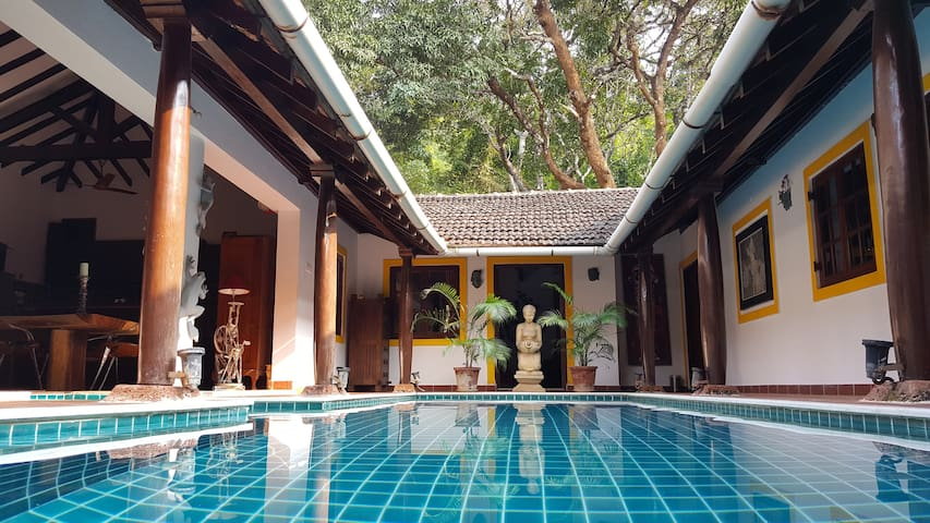 Little Siolim 3BR 100 YR old PRIVATE POOL VILLA