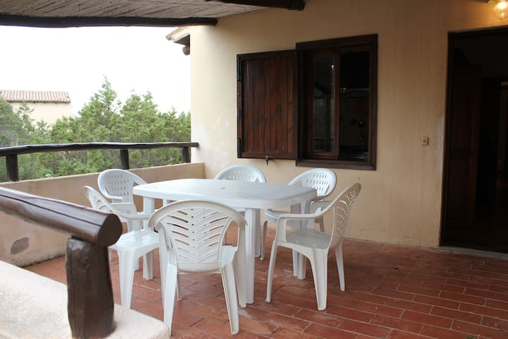 Cosy Apartment with Patio Just Minutes from Beautiful Beaches