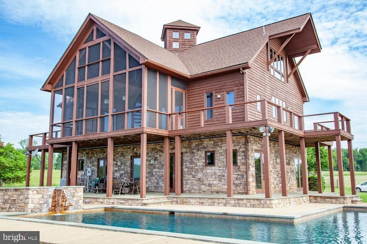 One Of A Kind Home in Culpeper Wine Country