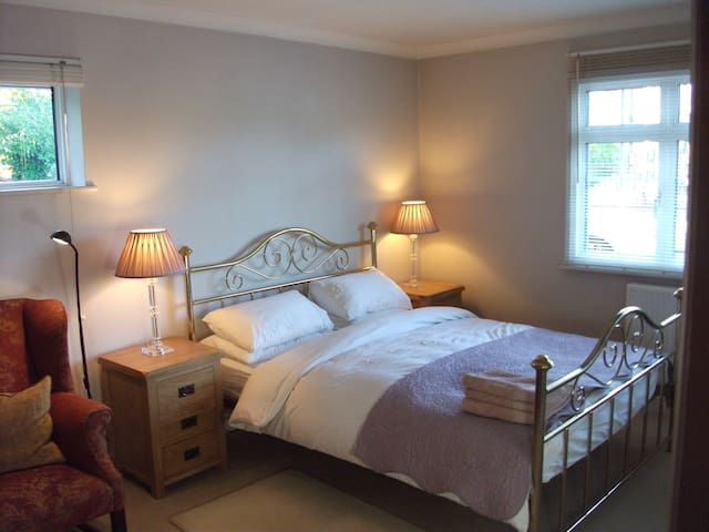 Spacious en suite room. - Flackwell Heath