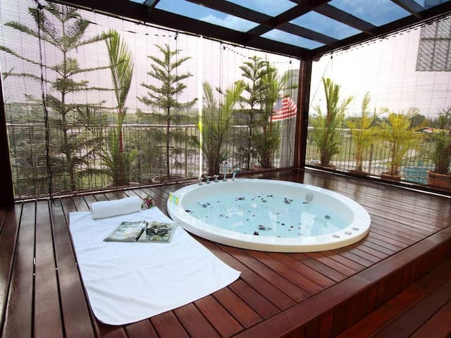 2-Bedroom Suite With Private Sky Garden & Jacuzzi