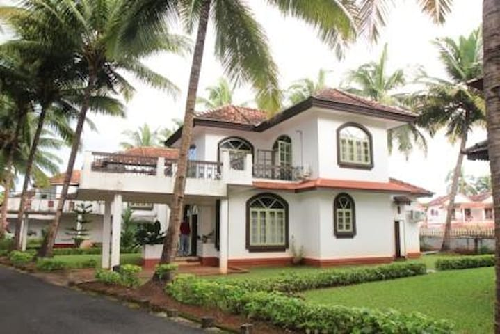 Luxurious 3 BHK Villa Walkable to Betalbatim Beach - Betalbatim - Vila