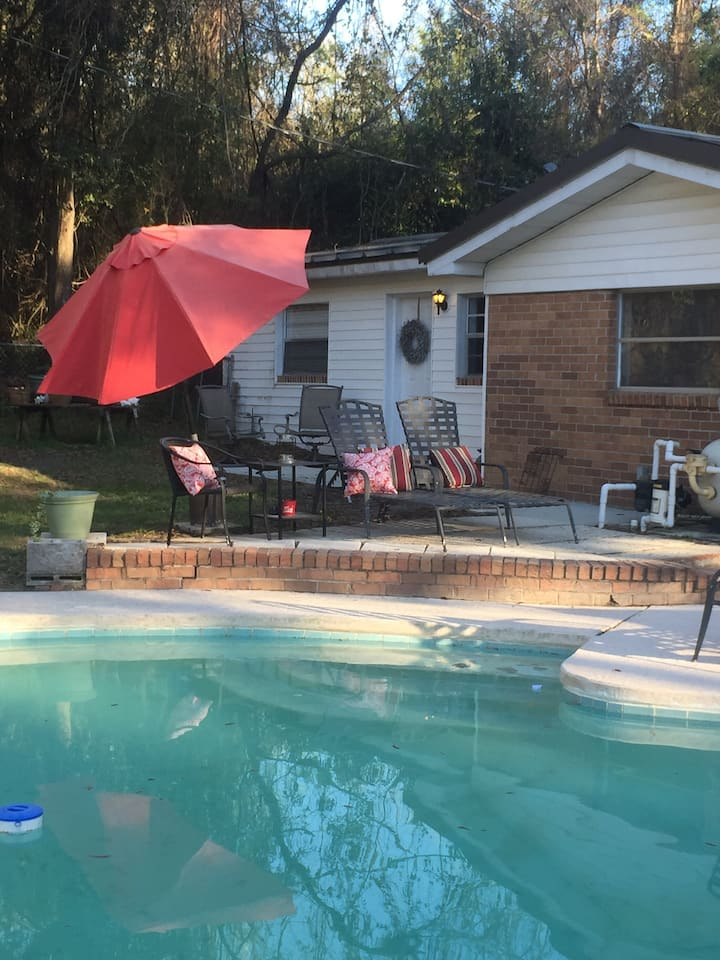Pool guest house