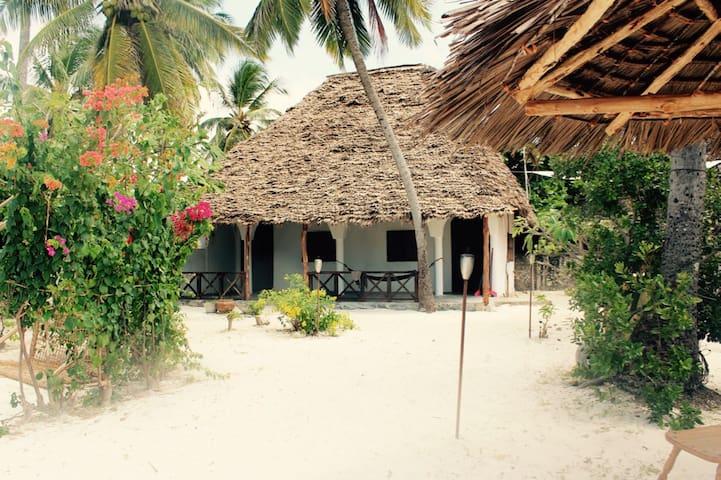 Naken Bungalow (On the beach!)