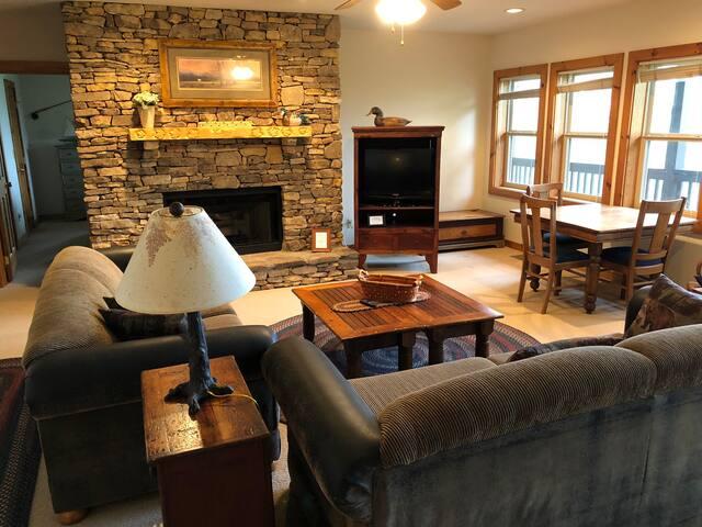 Two bedroom suite, hot breakfast-Fish & Duck rooms