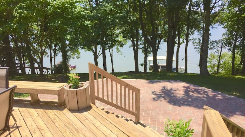 Newly Renovated Lakefront Retreat on the Water