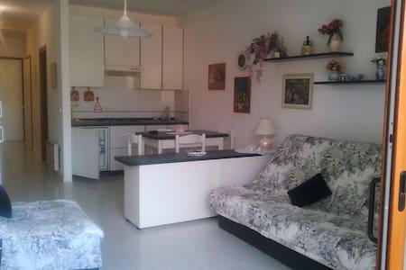 Residence con piscina e parcheggio - Porto Azzurro - Appartement