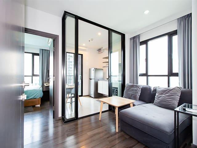 Base parkwest condo 11/299 17 floors cornor room