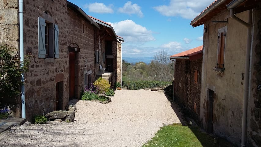 maison de campagne coin tranquille - Essertines-en-Châtelneuf - บ้านพักตากอากาศ