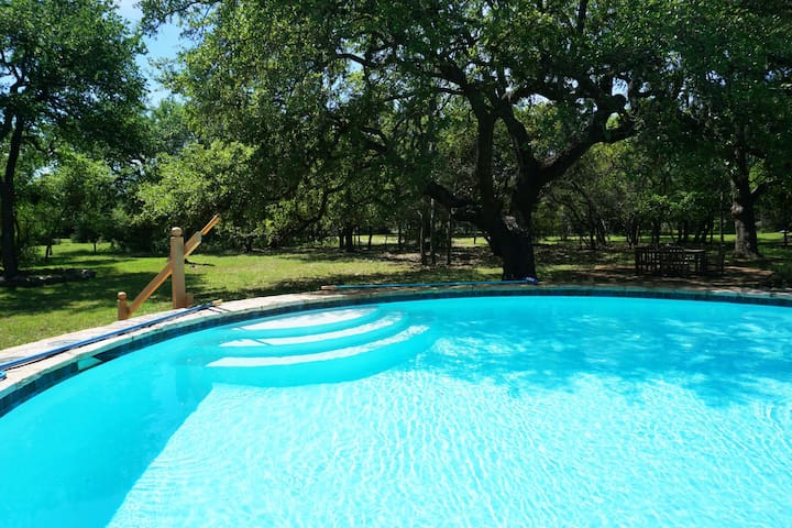 Rural Elegance - Enjoy the Hill Country with all the bells and whistles. Pool, FirePit and luxury linens!