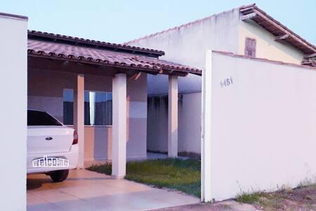 Casa  fresca, ampla e aconchegante em Guriri.