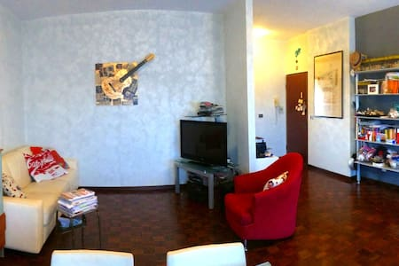 Alessandra's Flat Roma EUR - Wohnung