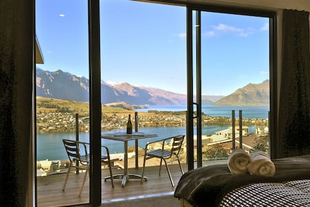 Stunning views from your bed! (Private entrance) - Queenstown - Hus