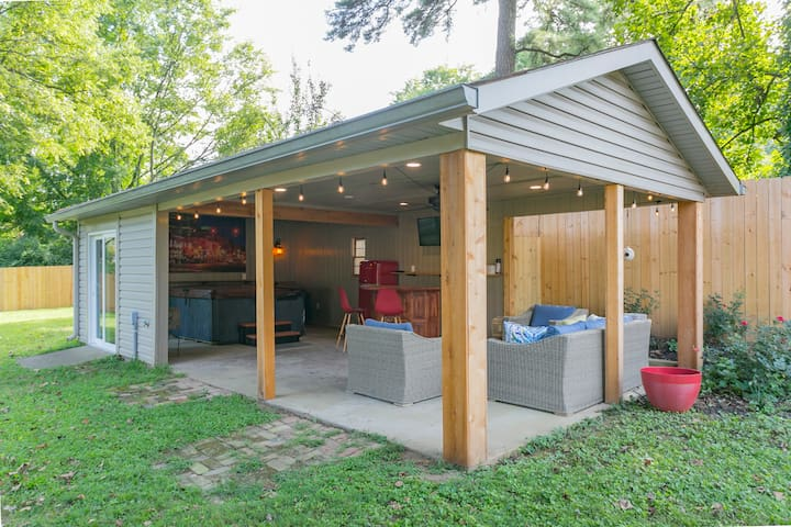Nashville Retreat! Games, Bar, Hot Tub, Privacy!