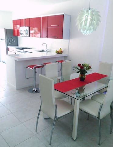 Fully equipped gourmet kitchen: gas stove/oven, microwave, dishwasher and potable water dispenser