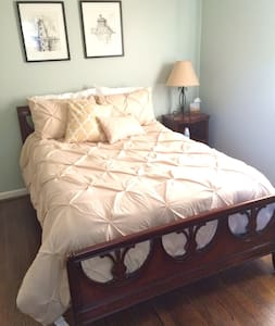 Clean & comfy room in Eastport home - House