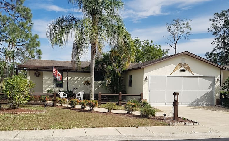 Child and pet friendly 2 bedroom home at Del Tura - North Fort Myers - Huis