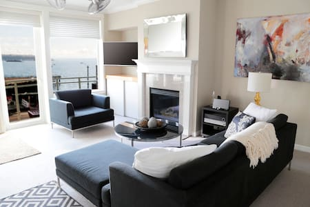 Luxury Waterfront Condo Steps to Pike Place Market