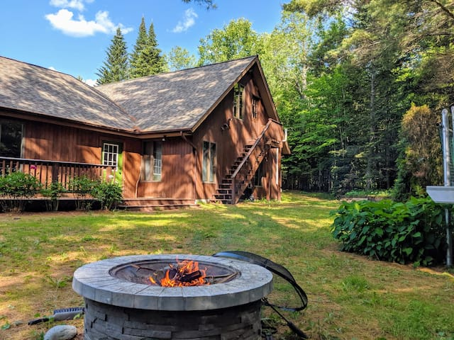 ⭐️Cozy White Mountain Retreat w/ Fireplace & River