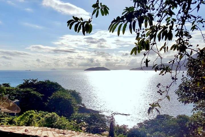 Maravilhosa vista do mar e do por do sol dos chalés.