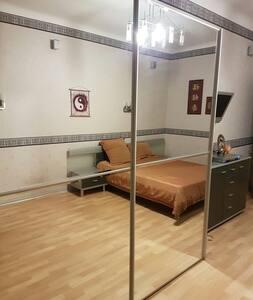 Уютная просторная комната - Volgograd - อพาร์ทเมนท์