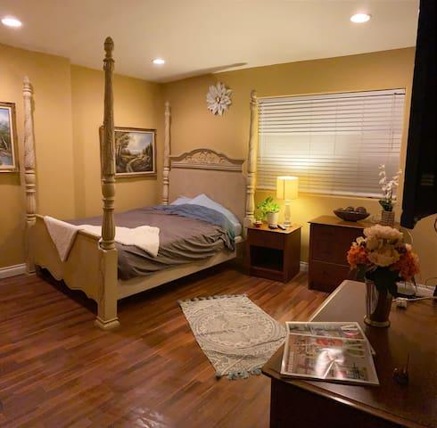 Relaxing room (Woodland Hills)