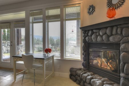 Bear Mountain private 2 bed suite - Victoria - Huis