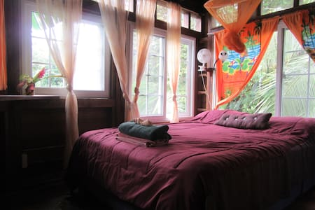 Caribbean charm in seafront lodge. - Bocas del Toro