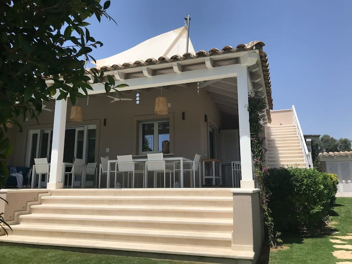 Gorgeous villa, swimming pool, 10mn from the beach