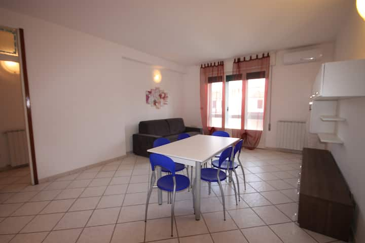 Wondeful renovated apt. just 250 m from the beach