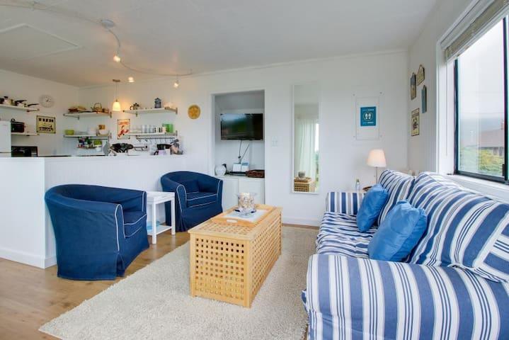Cozy Cottage - Rockaway Beach