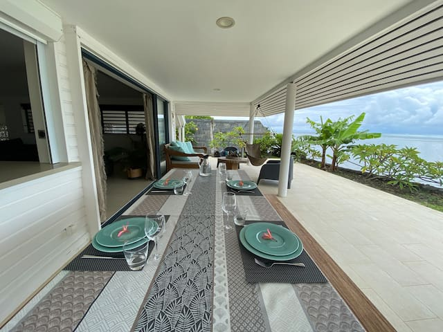 Beachfront modern house with 2 air con bedrooms.