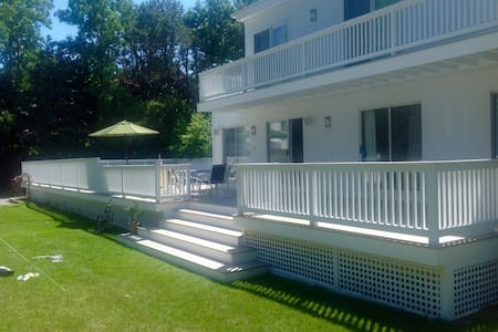 Modern 4-br Home & Separate Cottage - Remsenburg-Speonk