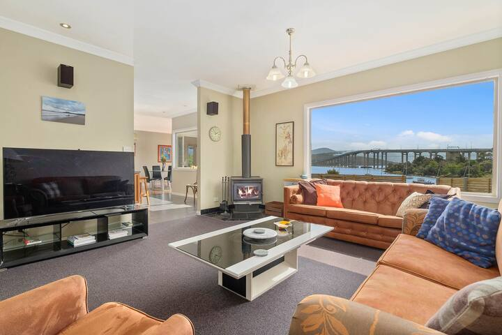 Manfield City Waterfront View Cottage