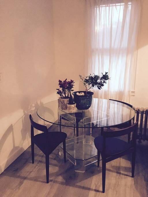 kitchen table *