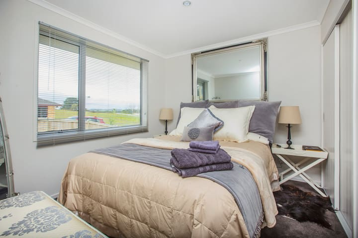 Quality accommodation / self contained Unit