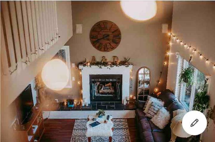 Enchanting Treetop Cottage - Room 2