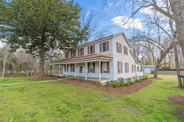 Historic Farmhouse Minutes from Milledgeville GA