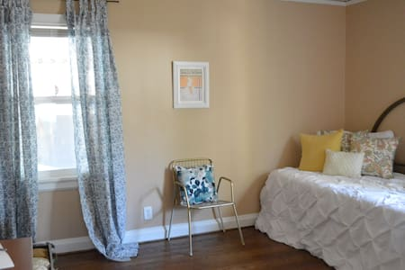 Comfy & Cozy private room near Hartsfield Jackson - East Point