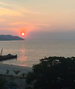 BY THE SEA-Panoramic Seaview Suite - Batu Ferringhi - Apartament