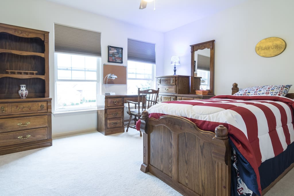Another layout of the room... perfect to lazily watch the sunny outside from the bed! You can keep your knickknacks in the bookshelf and your 'stuff'  in the drawers provided for your convenience.
