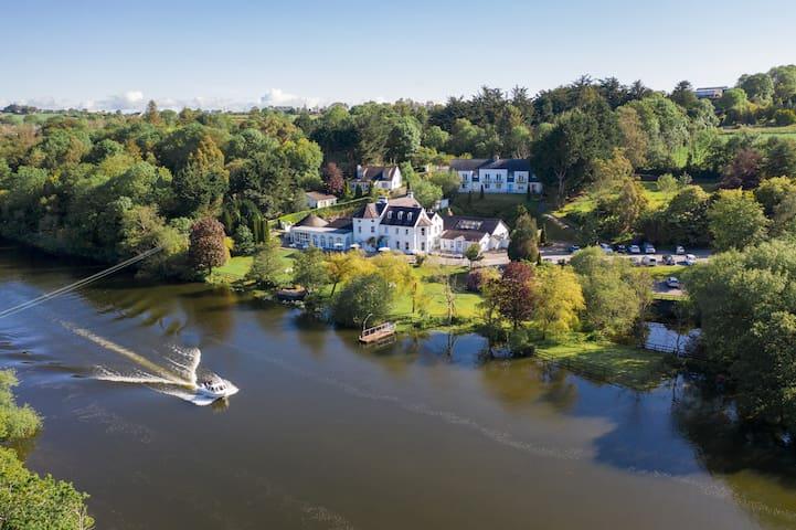 The Kingfisher Lodge at Innishanon House Hotel
