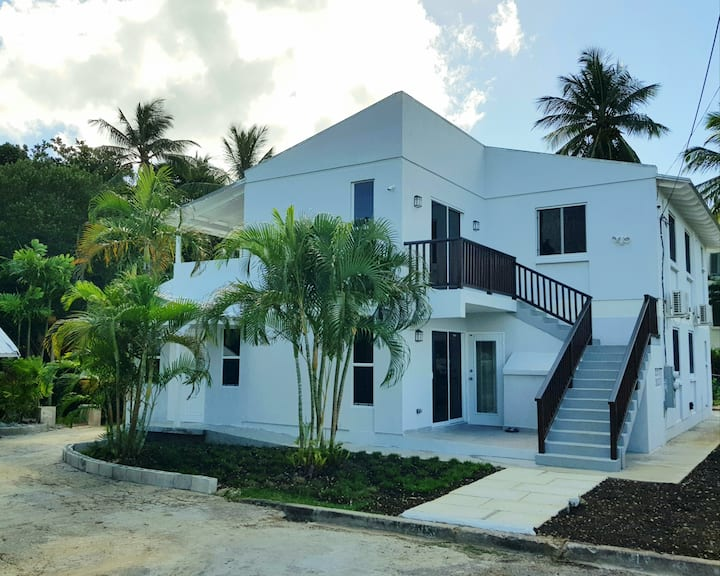 Breezy Villa, Just Minutes From The Beach