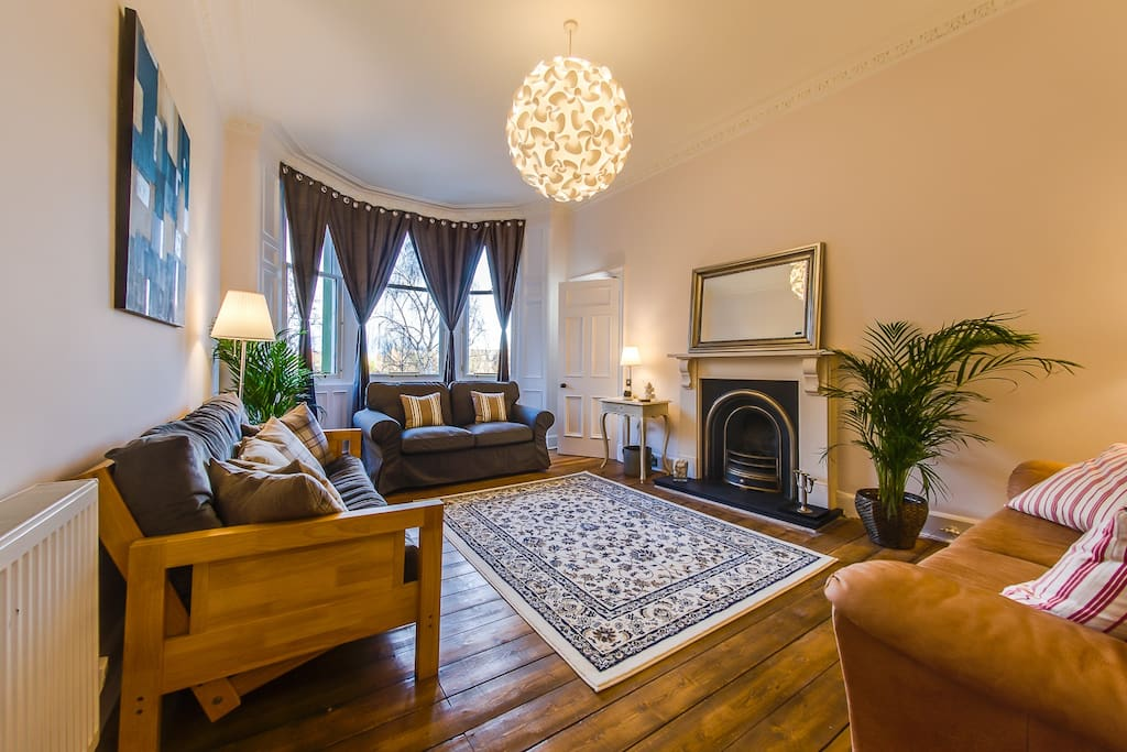 Comfortable, spacious sitting room