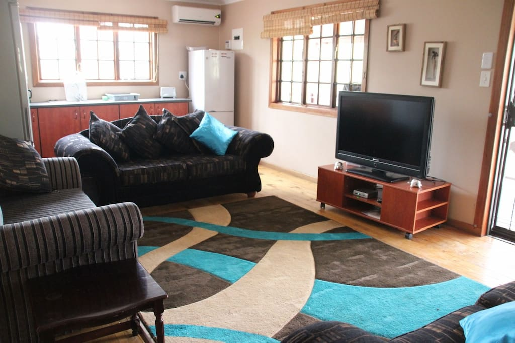 Lounge & Open-Plan Kitchen with AirCon & Large TV (Full Satellite Channels)