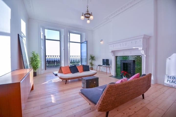 Beautiful sea view Victorian apartment