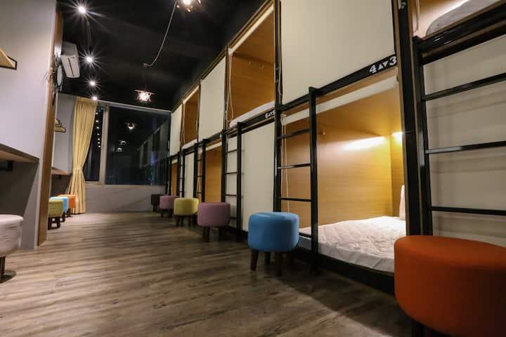 台北車站 FLORA BNB 女性專屬 (female dorm)*捷運步行8分鐘