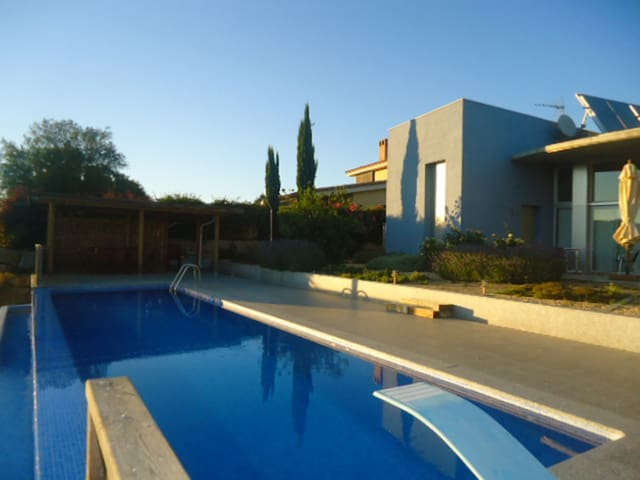 House for rent with private pool and wifi in Cervià of Ter Spain free Wifi