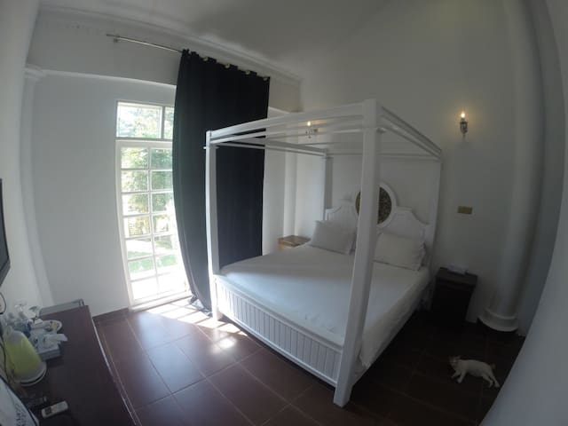 Private room near white sandy beach with breakfast - Kelantan - Bed & Breakfast